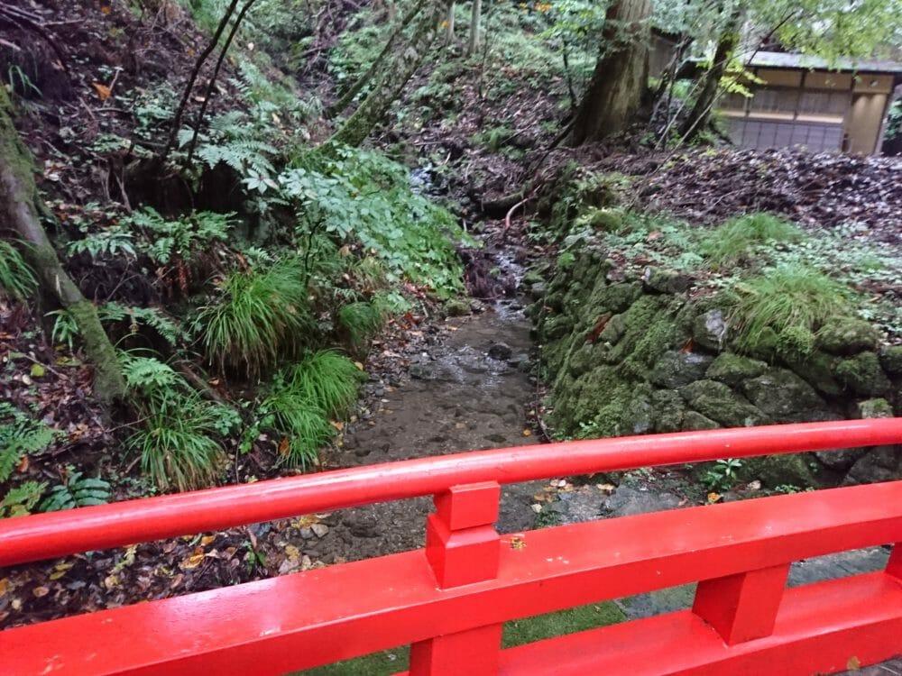 貴船神社の奥宮へと続く道のりにある思ひ川と思ひ橋