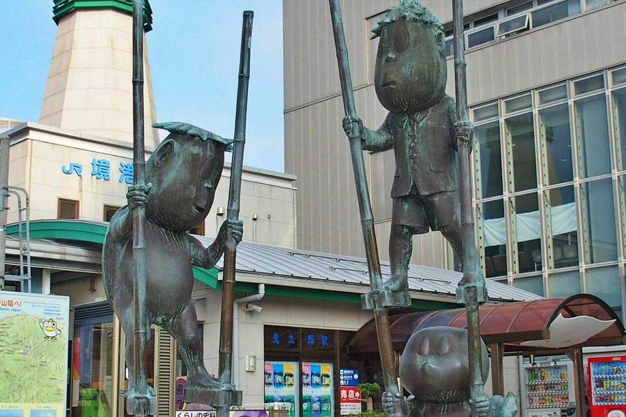 境港駅にあるブロンズ像