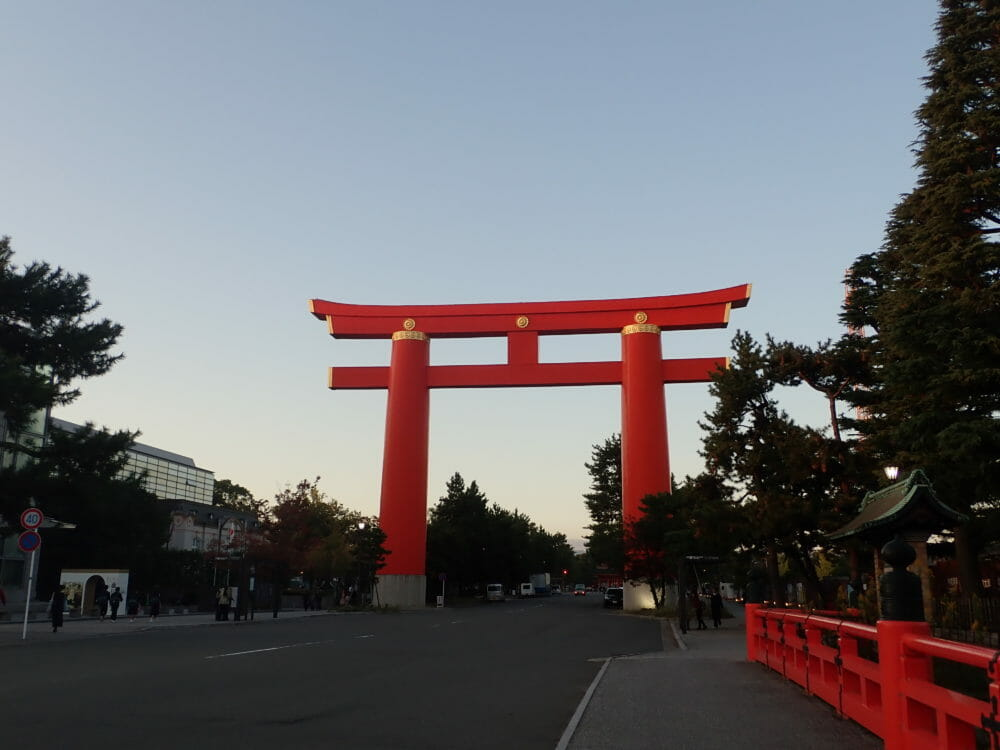 ポイントバケーション京都岡崎から目と鼻の先にある平安神宮