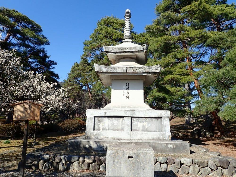 善光寺境内にある針供養塔