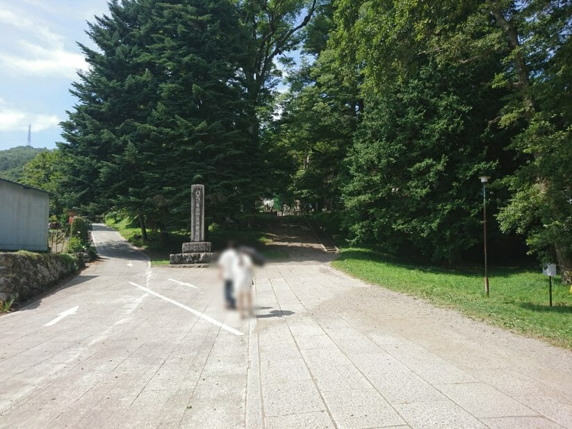 諏訪大社上社前宮の参道