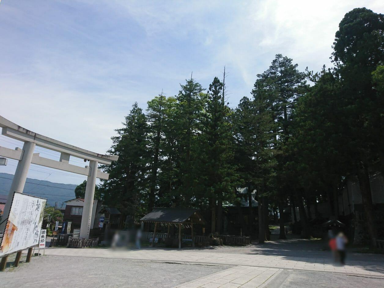 諏訪大社上社本宮の北参道の鳥居
