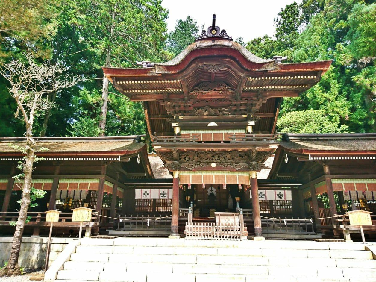 諏訪大社下社秋宮の幣拝殿