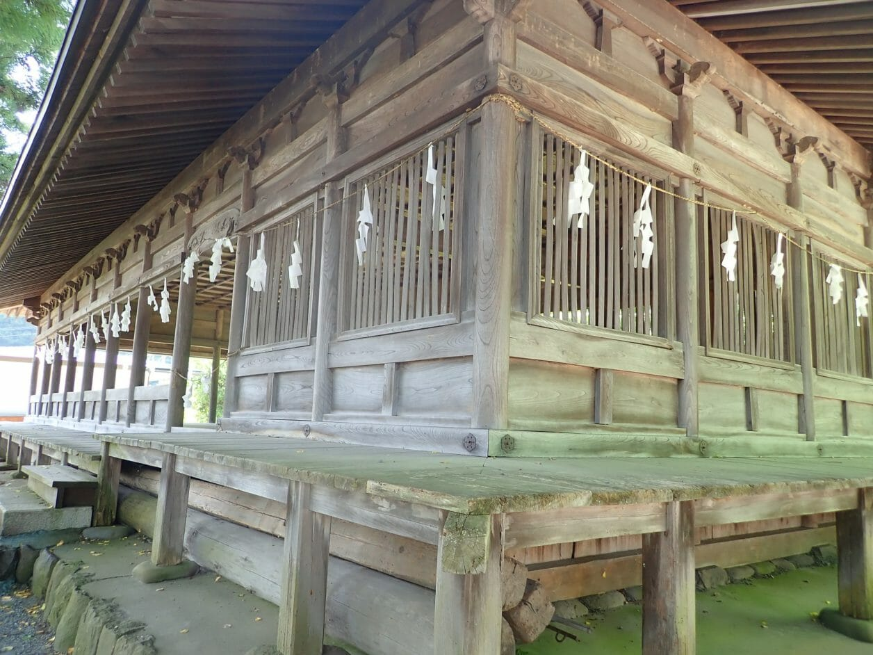 諏訪大社上社前宮にある十間廊では酉の祭(御頭祭)という神事が行われます。