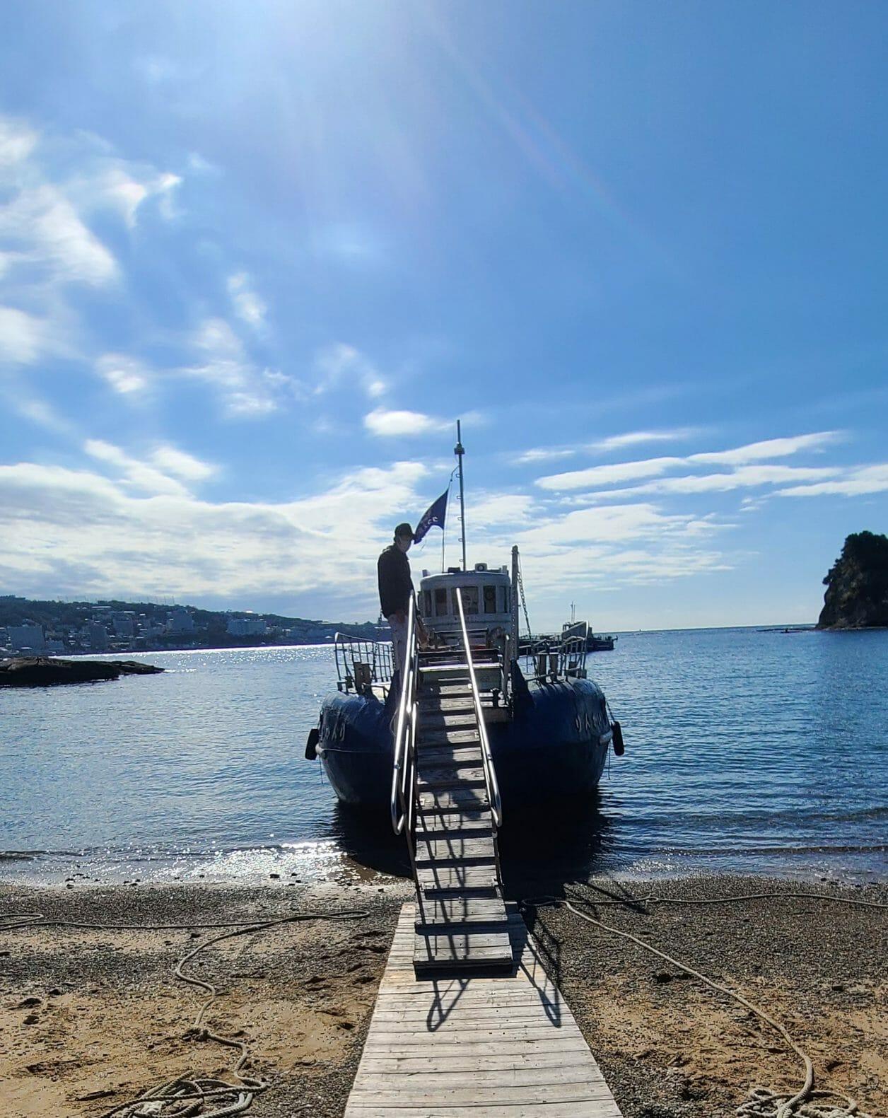 臨海のグラスボート