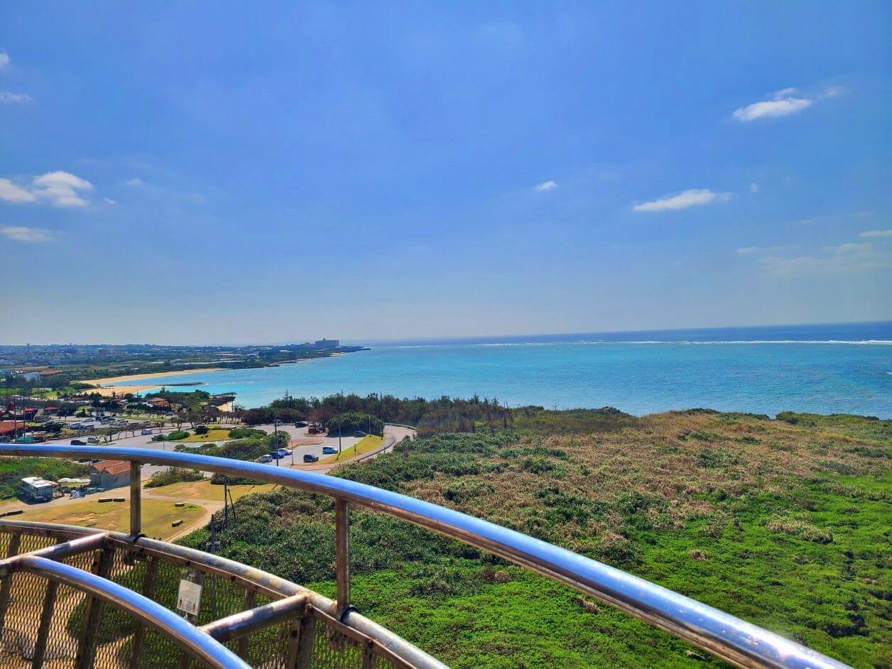 残波岬の灯台からみた景色