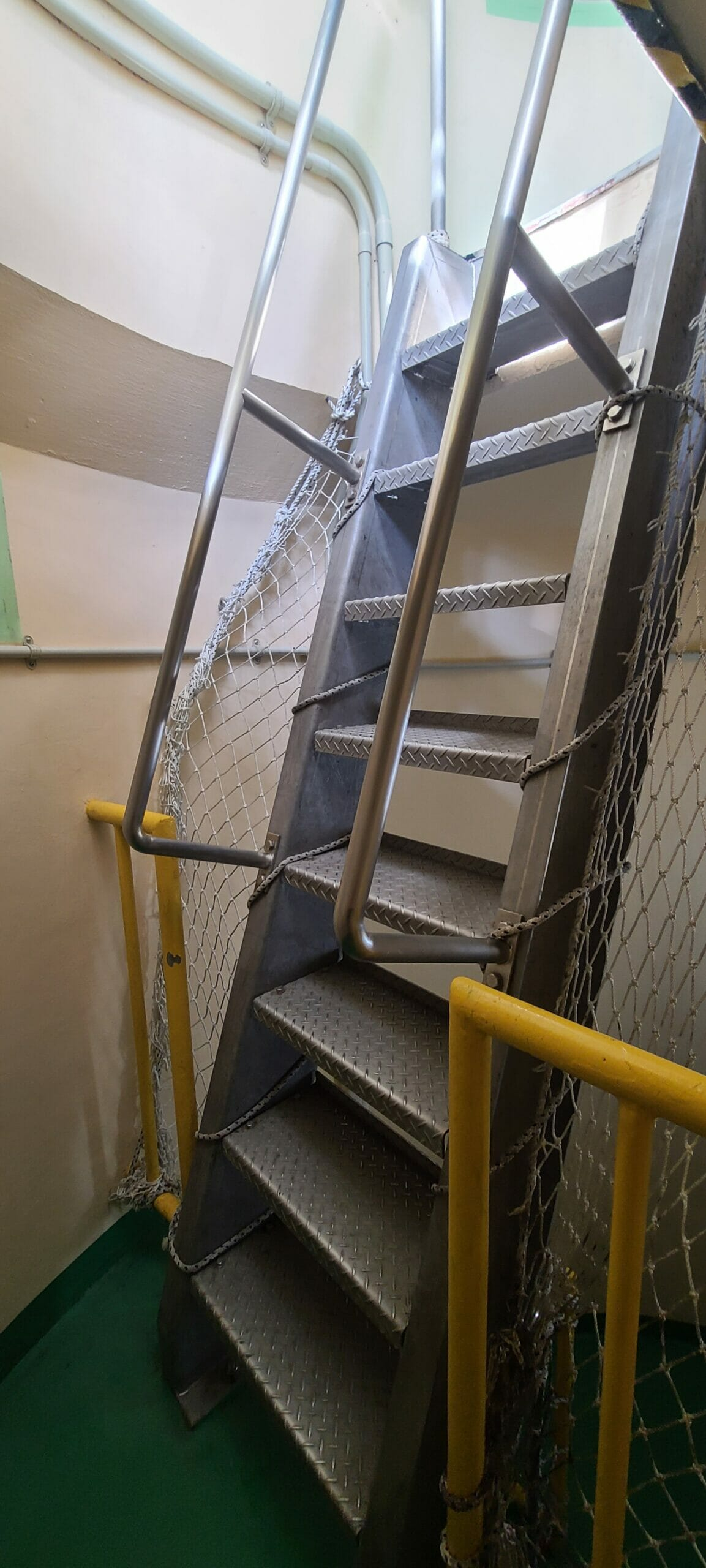残波岬の灯台を登る99段の階段